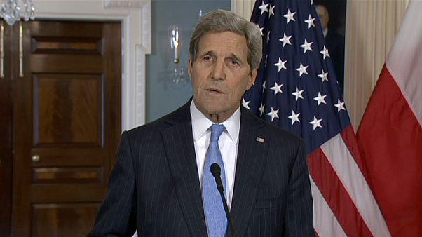 جون كيري وزير الخارجية الأمريكي يوجه رسالةً تضامنية للفرنسيين بعد الهجوم على صحيفة شارلي إيبدو الساخرة