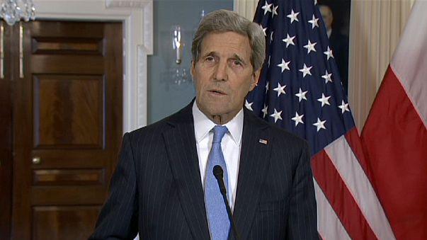 John Kerry al lado del pueblo francés