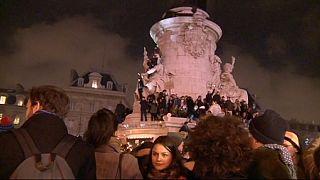 همبستگی هزاران قلم بدست در میدان «جمهوری» پاریس با «شارلی اِبدو»
