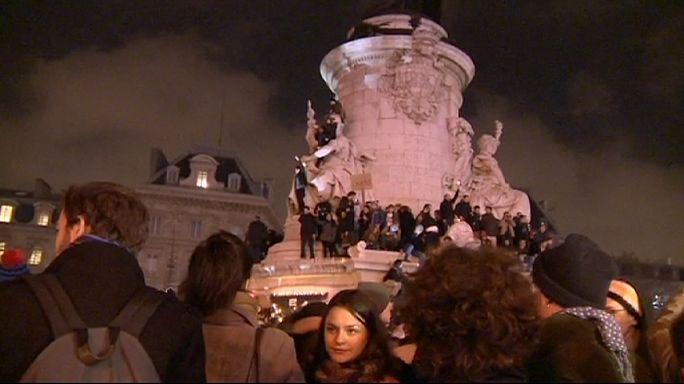 """مئات الآلاف من الأشخاص يتجمعون في باريس تضامنا مع """"شارلي إيبدو"""""""