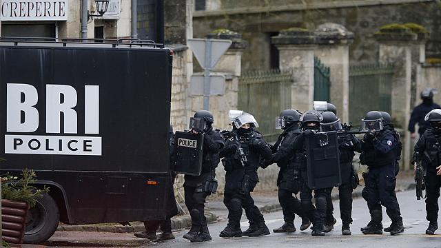 Armed Charlie Hebdo attack suspects 'located' near Paris