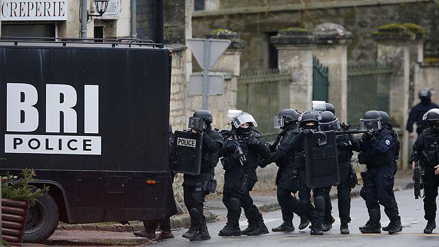 Feladta magát a párizsi merénylet után keresett egyik férfi