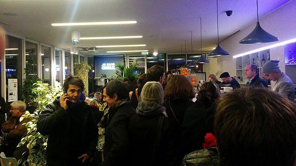 Atentado contra Charlie Hebdo: París conmocionado, pero la vida continúa