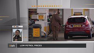 Comment la chute des cours du pétrole se répercute-t-elle à la pompe?