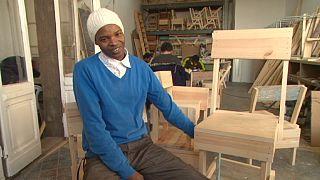 Cucula-Designermöbel aus Wrackteilen: Migranten bauen Stühle mit Vergangenheit