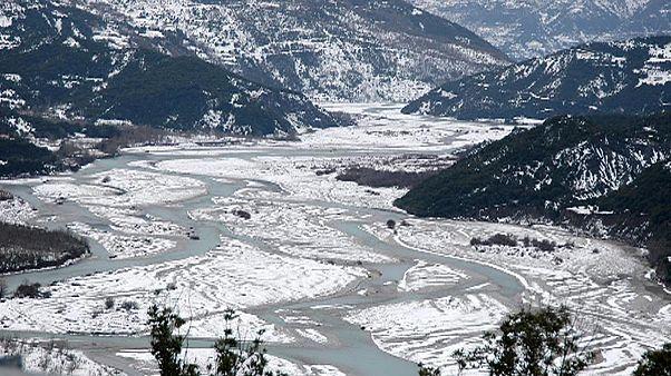 Αγιασμός στο πανέμορφο παγωμένο τοπίο της Κοιλάδας του Αχελώου
