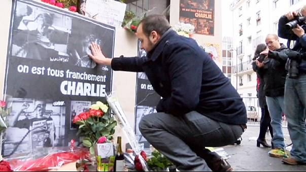"""""""Charlie Hebdo"""": Blumen und Kerzen für tote Journalisten"""