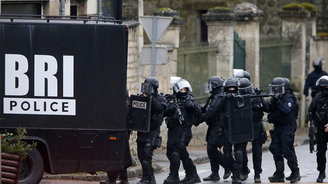 Forças antiterrorismo francesas continuam buscas na Picardia