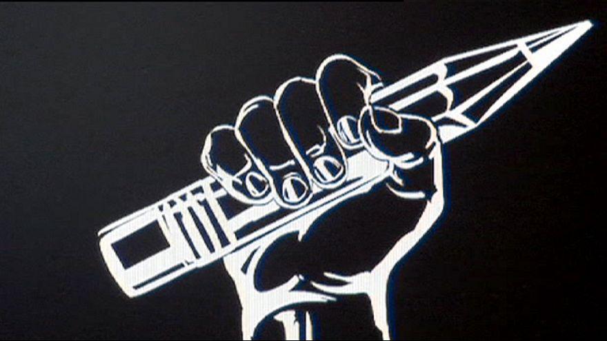 """شعار """"إنني شارلي"""" فوق قوس النصر في باريس بعد المواقع الإلكترونية والصحف"""