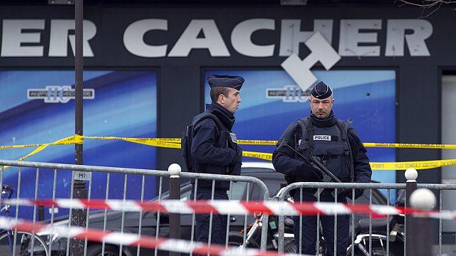 Франция: для обеспечения безопасности МВД мобилизовало около 90 тысяч полицейских.