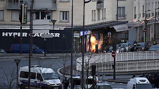 Fransız polisi bir numaralı firari şüpheliyi arıyor