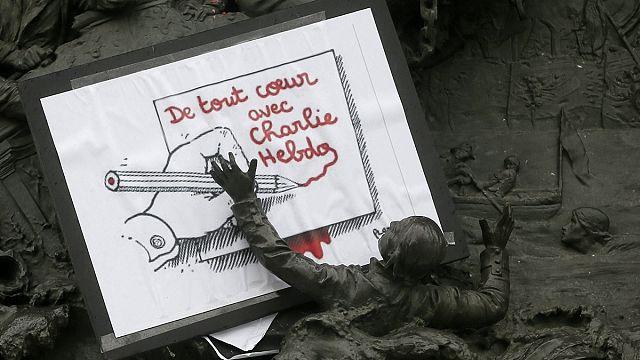 """رسام الكاريكاتور بلونتو:"""" هناك من يريد تمويل أسبوعية شارلي إيبدو لتستمر طويلا"""""""
