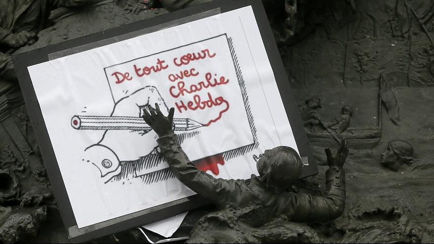 """Cartoonista francês Plantu diz que existe interessado em continuar a financiar semanário """"Charlie Hebdo"""""""
