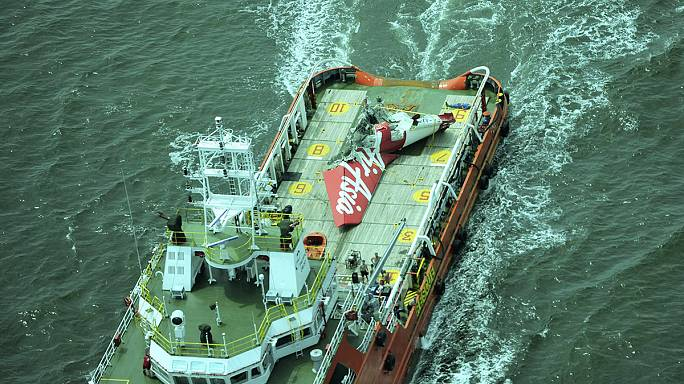 AirAsia : une boîte noire repérée