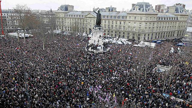 البث المباشر حالياً: للمسيرة الوطنية الحاشدة في باريس إحياءً لذكرى ضحايا الاعتداءات الإرهابية