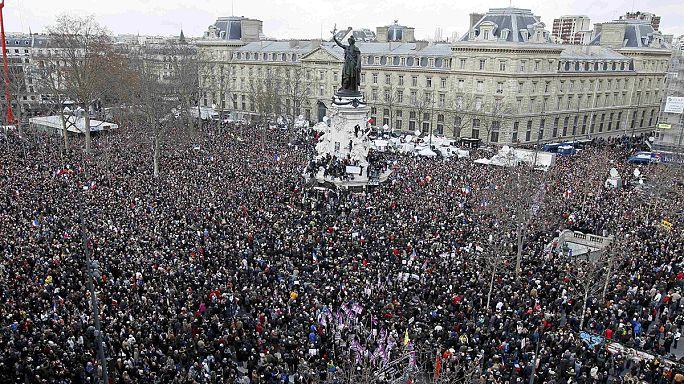 CANLI: Fransa'da yüz binler Cumhuriyet Yürüyüşü'ne katılıyor