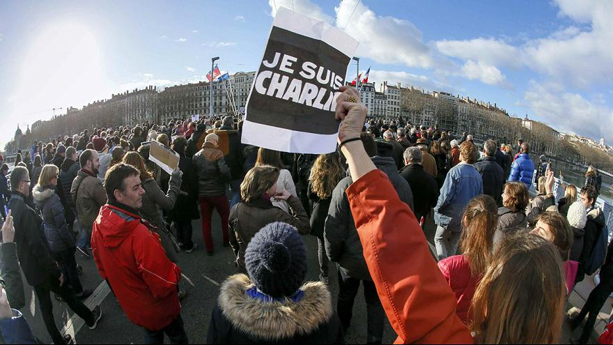 ليون تشهد مظاهرات عارمة للتنديد بالهجمات التي شهدتها فرنسا