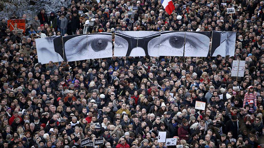 Charlie Hebdo: marcia per l'unità nazionale a Parigi, numeri record