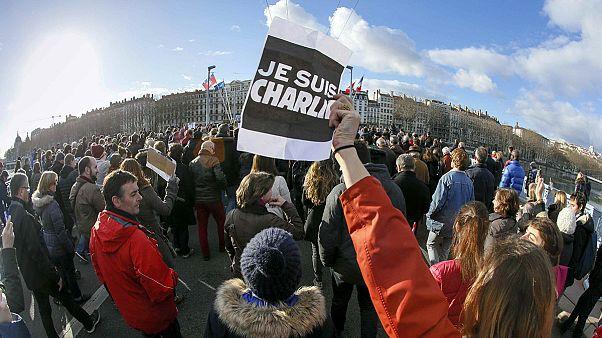 Charlie Hebdo: em Lyon, um quarto da população saiu à rua