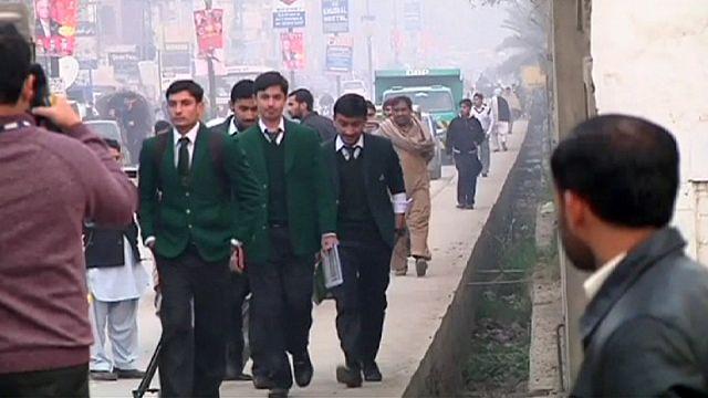 Пакистан: вновь открылась школа, где талибы убили детей