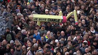 Parigi, un fiume di gente contro il fanatismo