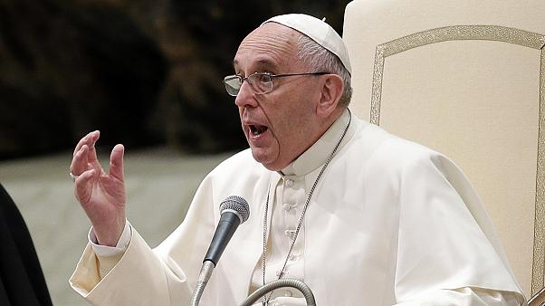 Папа римский призвал политиков и религиозных лидеров осудить попытки оправдать терроризм