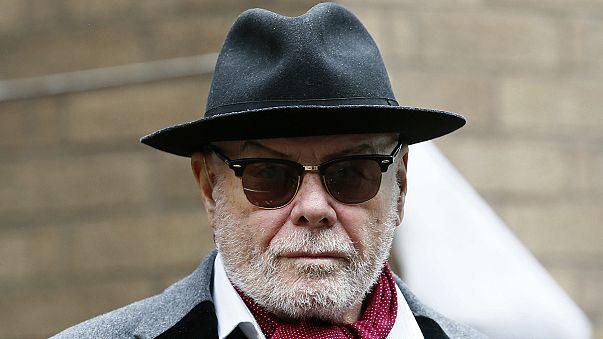 İngiliz rock sanatçısı Glitter duruşma için Londra'da