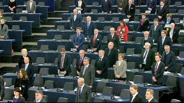 EP: emlékezés a terror áldozataira, vita az ellenlépésekről