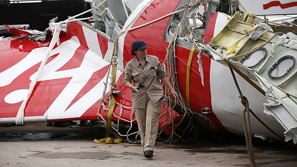 العثور على الصندوق الأسود الثاني لطائرة طيران آسيا