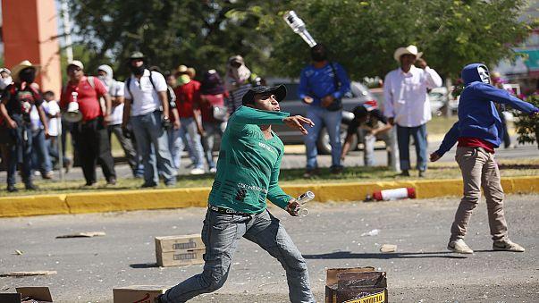 اشتباكات بين الطلبة وقوات الجيش والشرطة في المكسيك