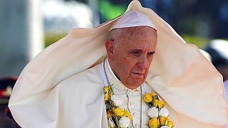 Srí Lankára érkezett Ferenc pápa