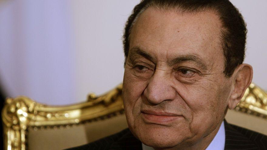 محكمة مصرية تقضي بمعاودة محاكمة مبارك في قضية اختلاس اموال ما يمهد الطريق امام اطلاق سراحه