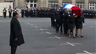 اولاند یاد ۳ پلیس قربانی تروریسم را گرامی داشت