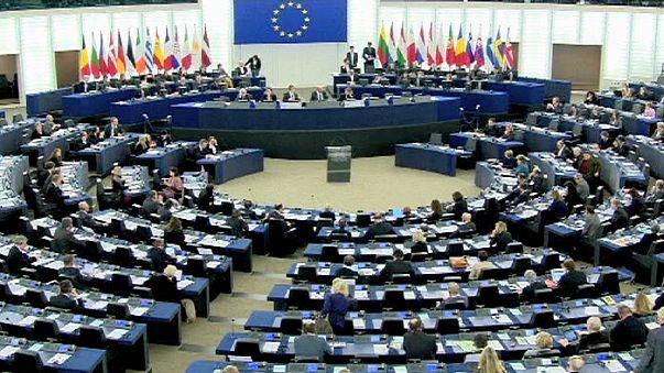 Marine Le Pen propone di sospendere Schengen