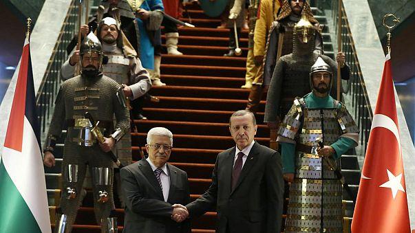 Erdogan gives a warrior welcome to Mahmoud Abbas