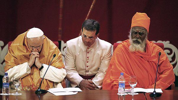 """Papa Francis Sri Lanka'da: """"Dini kötüye kullanmayın"""""""