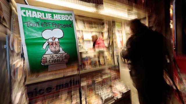 Charlie Hebdo tartışmalı kapağıyla yine raflarda
