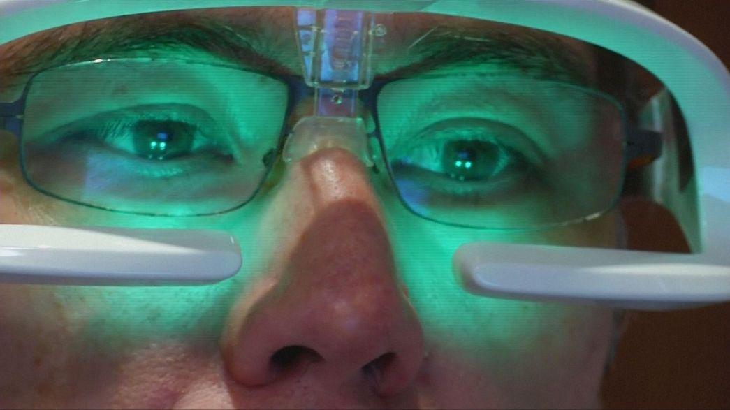 Occhiali luminosi per equilibrare il sonno