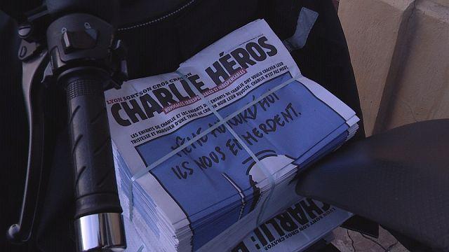 Charlie hősei - néhány perc alatt elkapkodták a Charlie Hebdo-kalózverzió példányait Lyonban