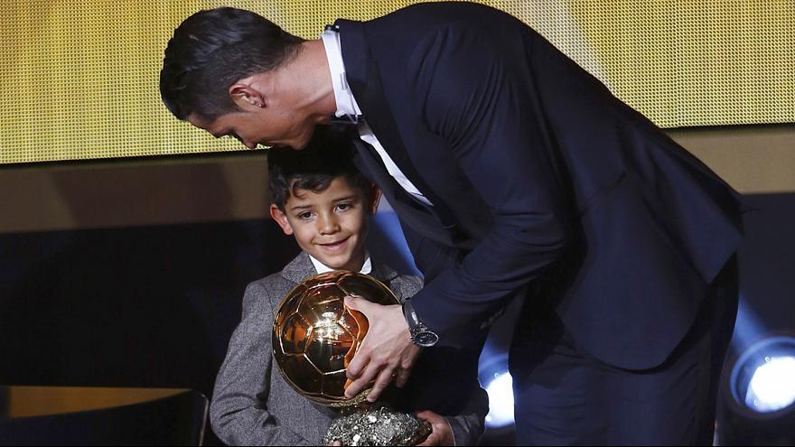 Calcio: l'incontro tra il figlio di Cristiano Ronaldo e il suo idolo... Messi