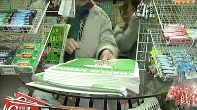 Le distributeur de Charlie Hebdo submergé de commandes