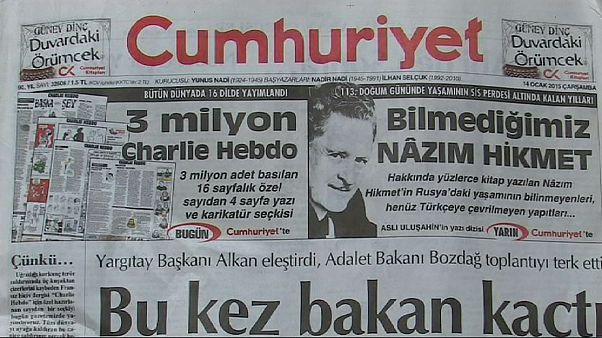 """چاپ کاریکاتورهای """"شارلی ابدو"""" توسط """"جمهوریت"""" و واکنشهای شهروندان ترکیه ای"""