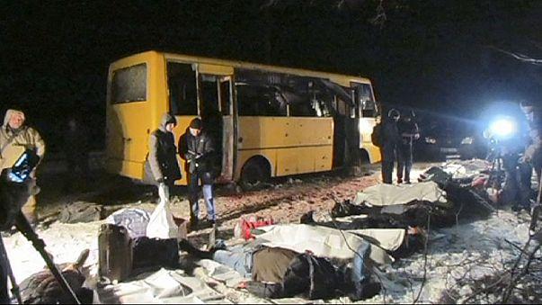 أوكرانيا تعلن الحداد الوطني على ضحايا قصف حافلة ركاب شرق البلاد