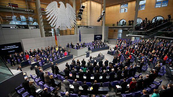 El Parlamento alemán homenajea a las víctimas de los atentados de París