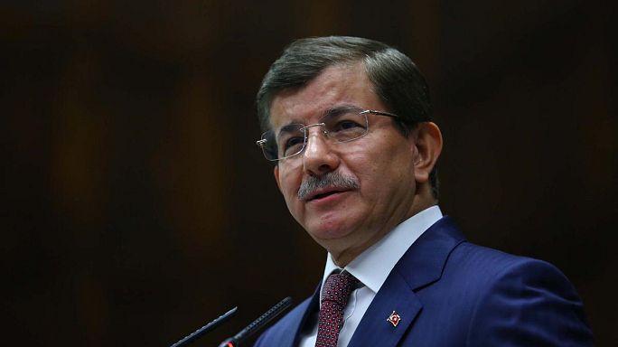 Davutoğlu: Netanjahu olyan, mint a párizsi terroristák