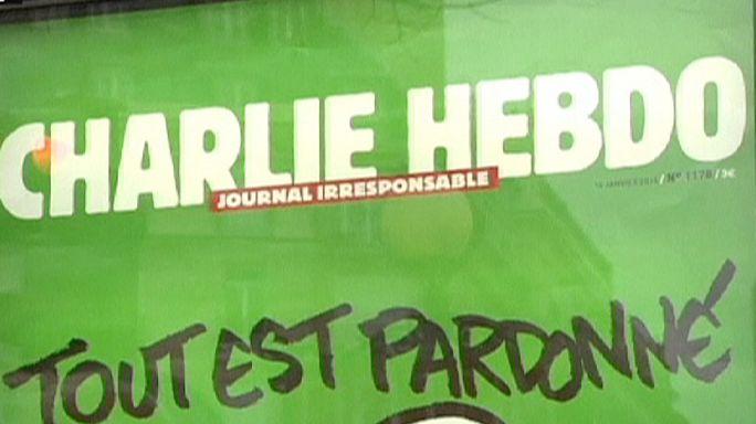 Charlie Hebdo: már hajnalban sorok állnak az újságosok előtt