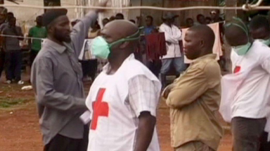 Ébola em África: Futebolistas controlados e novos casos em queda