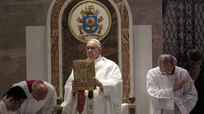 """Папа римский на Филиппинах призывает к """"милости и состраданию"""""""