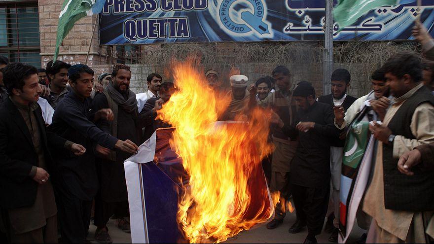 Tres heridos en unas protestas en Pakistán contra la nueva publicación de caricaturas de Mahoma