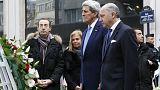Emoción y palabras de apoyo de John Kerry en su visita a París